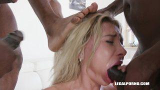 Legalporno – Marilyn Crystal comes to test black bulls DAP IV317
